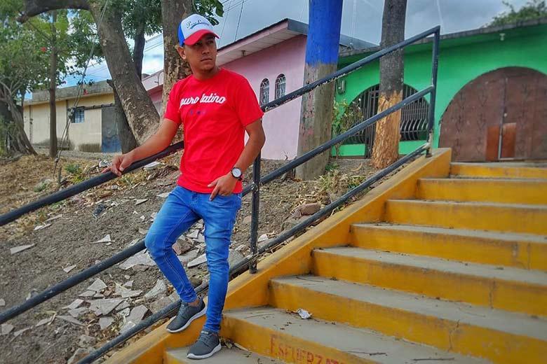 Puro Latino tee shirt rouge